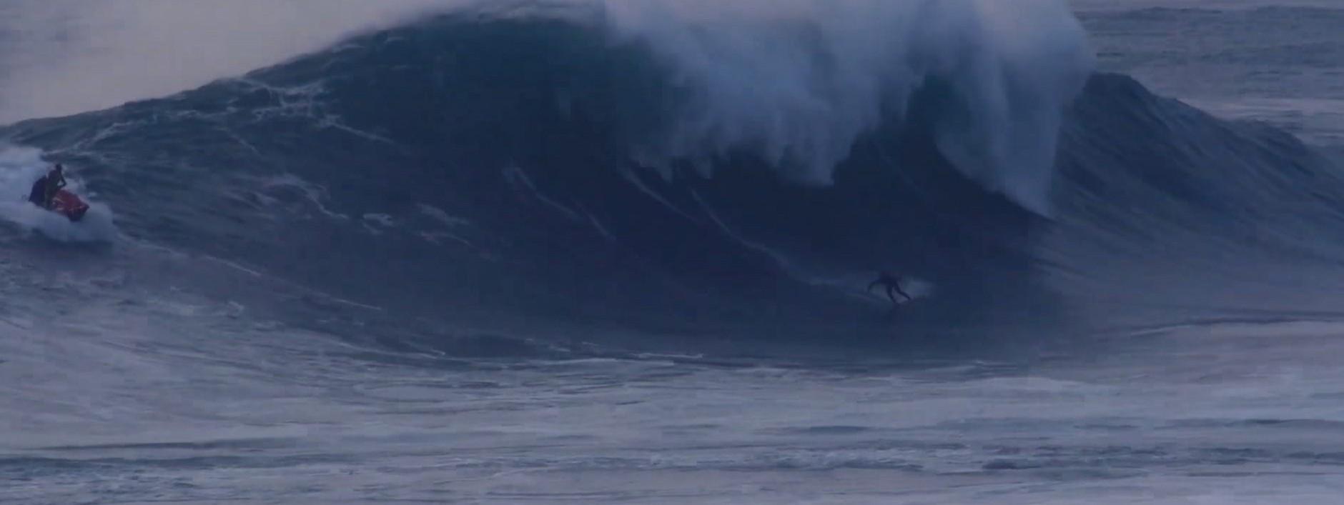 News Surf Brad Domke a shoté Nazaré avec une planche ... de bois!