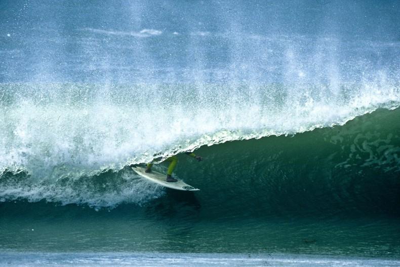 Pierre Agnes surfe Supertubos au Portugal en 1989